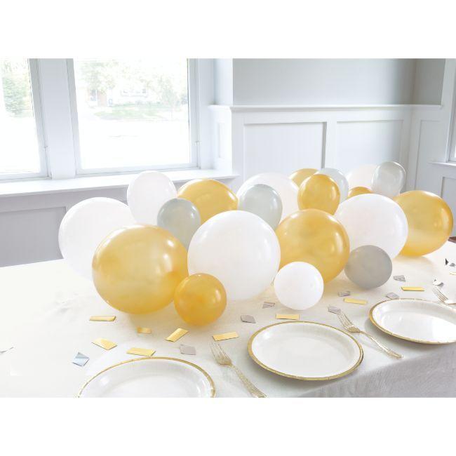 Unique - Silver/ White/Gold Balloon Garland Table Runner And Confetti
