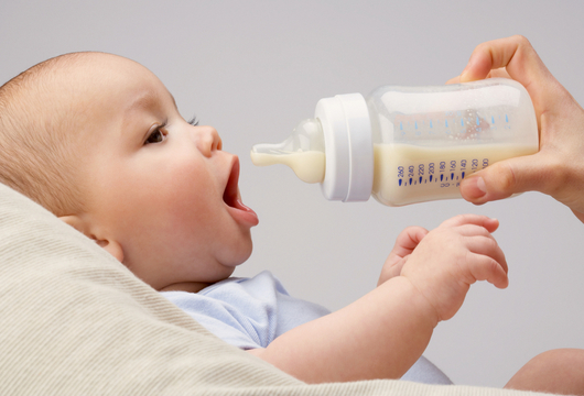 WHAT TO EXPECT FROM FORMULA FEEDING YOUR BABY